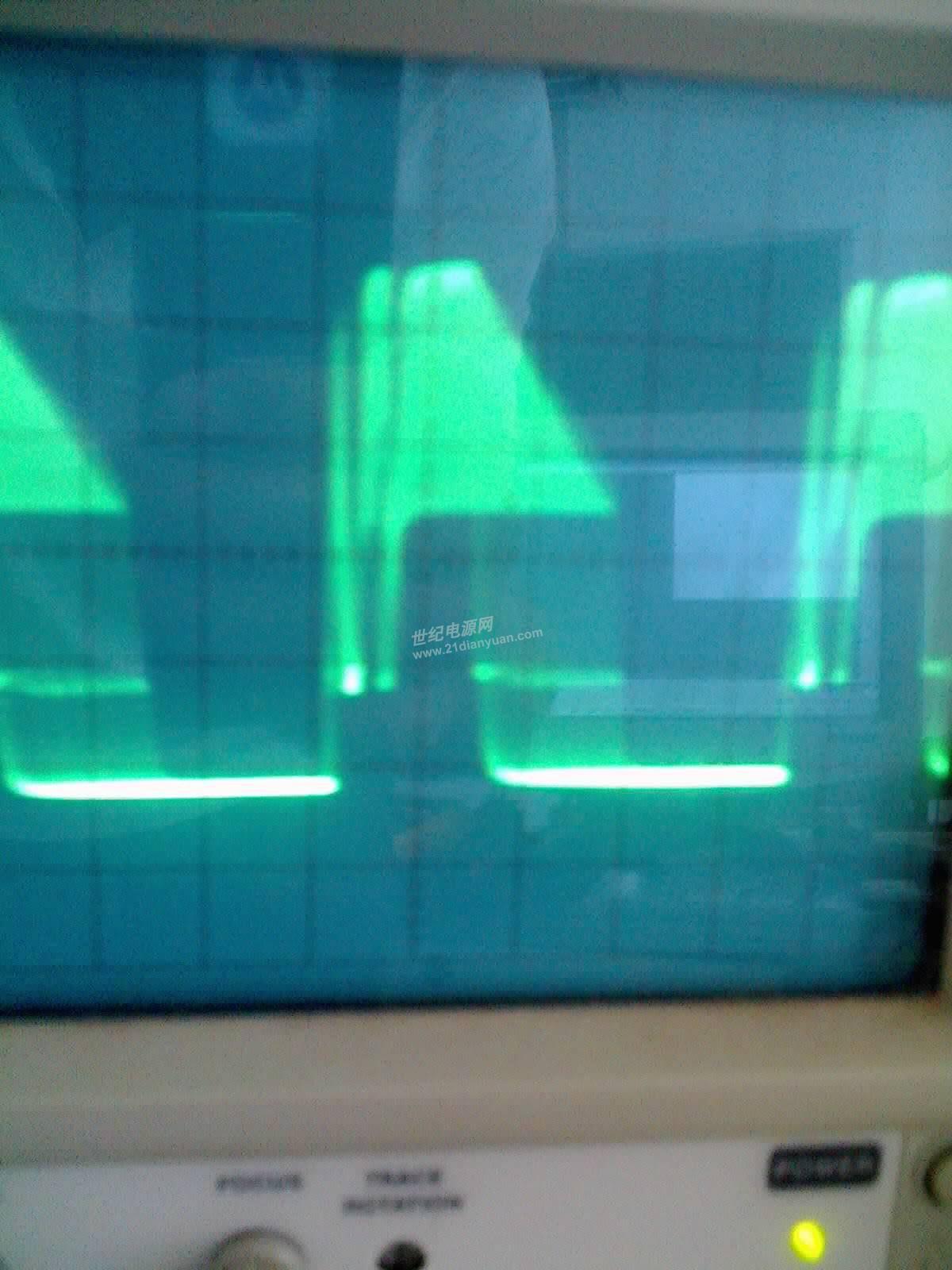 我用TL494做一个升压斩波电路,TL494输出的PWM波形怎么是这样的啊